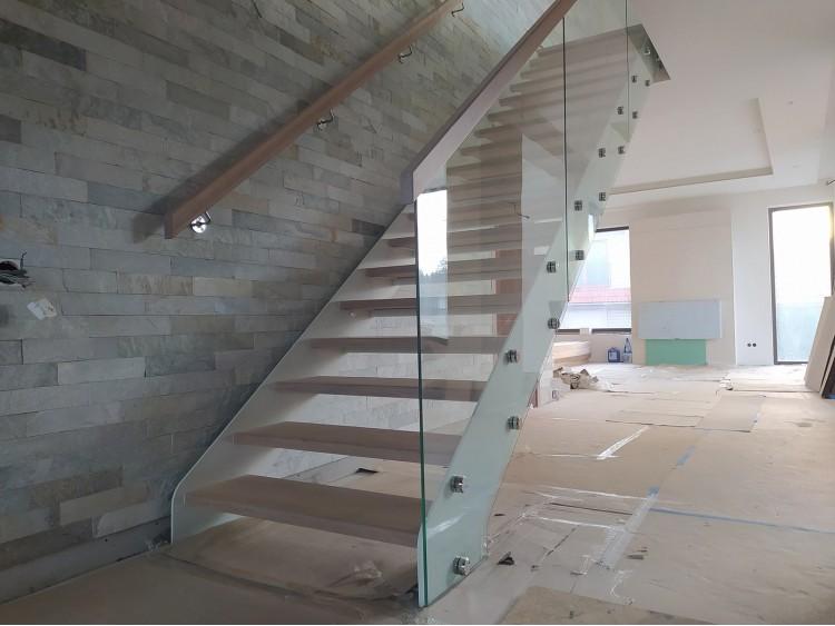Лестница на косоуре из листового металла Мэлори